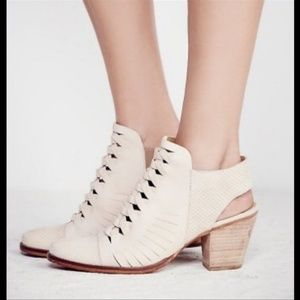 LIKE NEW FREE PEOPLE FAR HILLS CREAM ANKLE BOOTIES